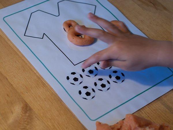 zelf klei maken - oranje voetbal klei - Lespakket